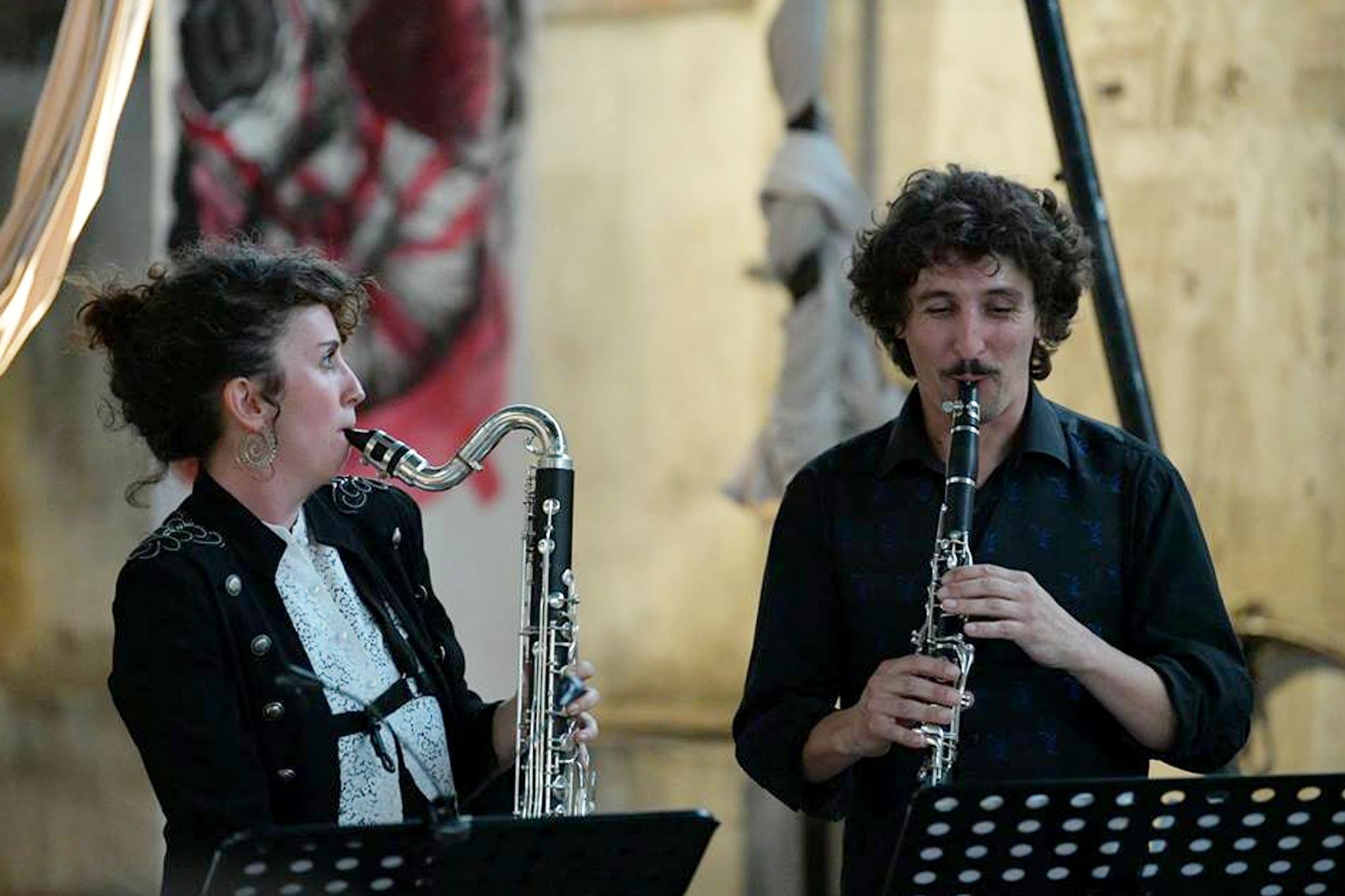 [Duo de clarinettes] Les Cauchemars du Chat mêlent compositions intimistes, musiques originales et arrangées et vous invitent à un moment suspendu, sur le fil et pourquoi pas hors du temps ? Quoi de mieux pour démarrer ce dimanche dans la douxeur et le bien-être ?